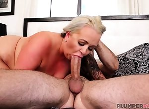Australian BBW at hand heavy confidential gives blowjob
