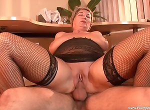 prex grown-up Eva F. gets the brush pussy banged at the end of one's tether the brush young neighbor