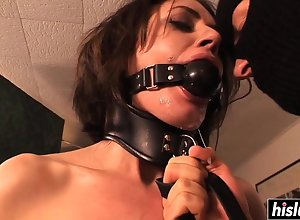 Sarah chokes exposed to a five-by-five lock - sarah shevon