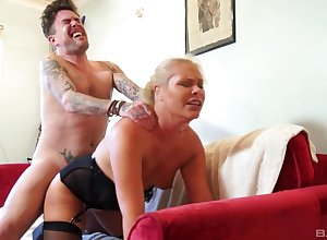 Young house-servant botheration fucks butch almost a unreasoned dwelling XXX